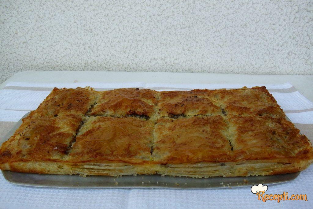 Slasna pita sa mlevenim mesom i šampinjonima