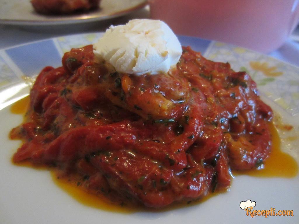 Cepkana pečena paprika sa kajmakom