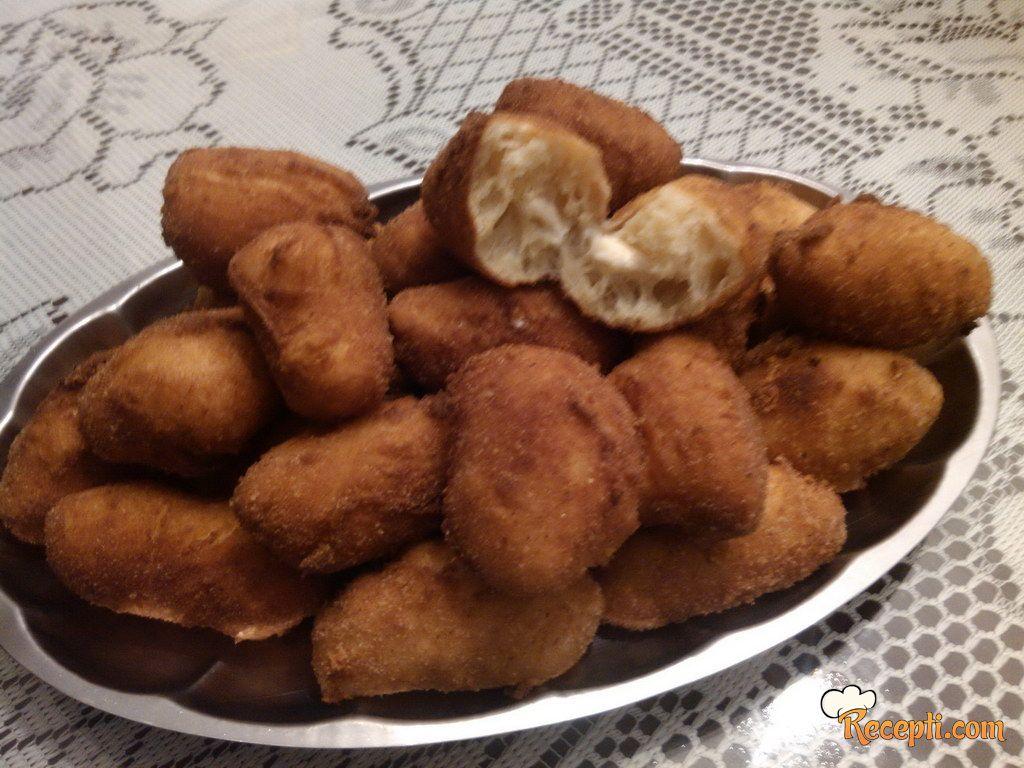 Krofne od krompira punjene topljenim sirom