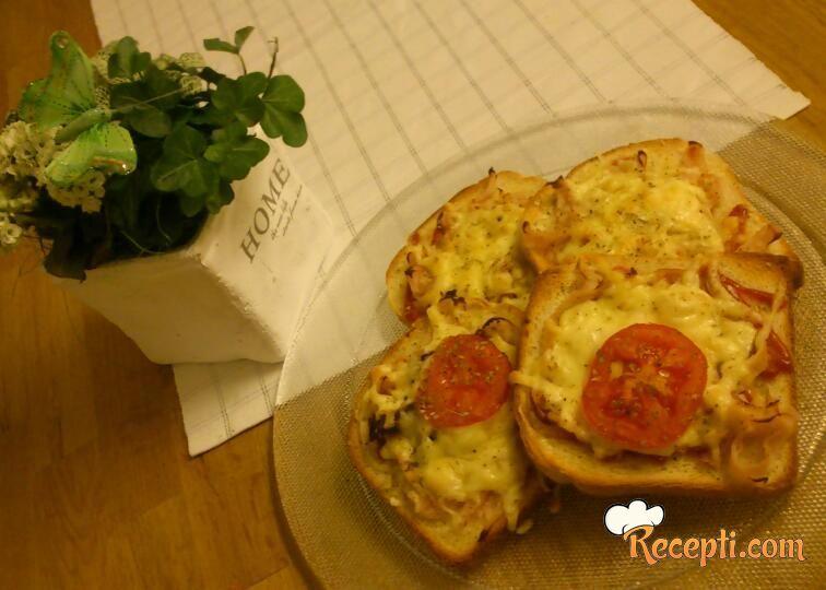 Topli pizza-sendviči